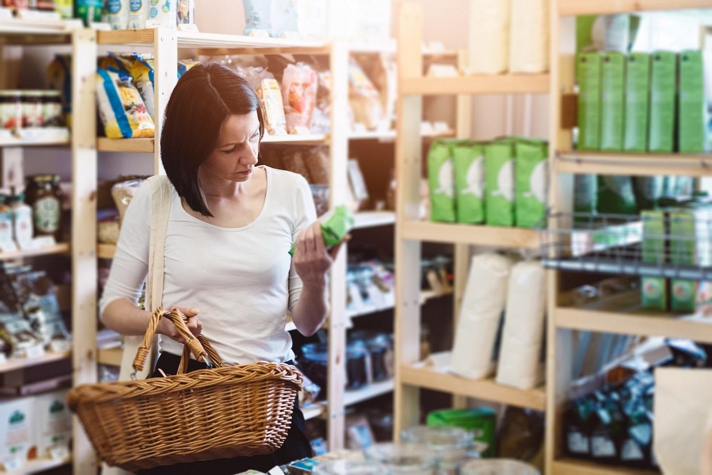 femme qui fait ses courses